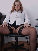 Rebecca - MILF takes Both Ends Of The Dildo At Once