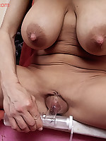 Nicci - Tits Spraying her Juice