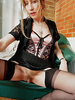 Lizzie - This mature can show the younger girl a thing or two. She knows what the members want and she gives them a very wide stretch!